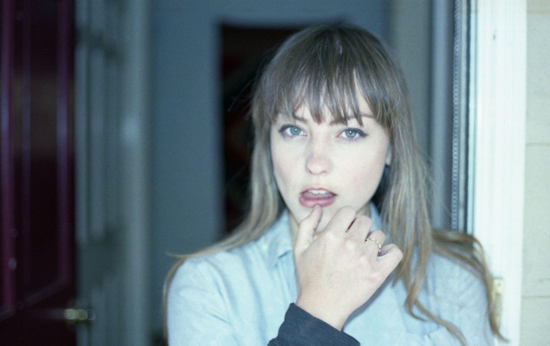 Angel Olsen, cantante indie estadounidense.