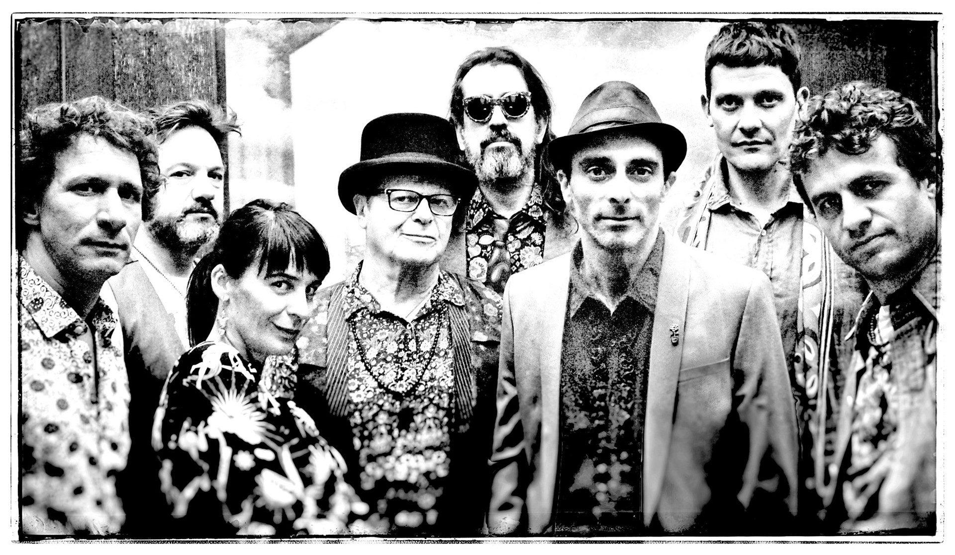 Integrantes del grupo de tango electrónico Bajofondo.