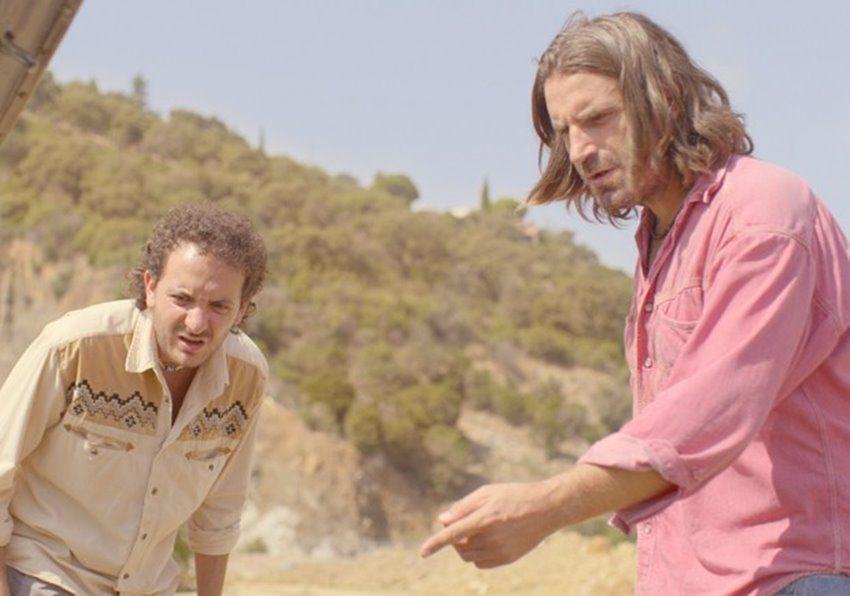 Grégoire Ludig y David Marsais en Mandíbulas de Quentin Dupieux