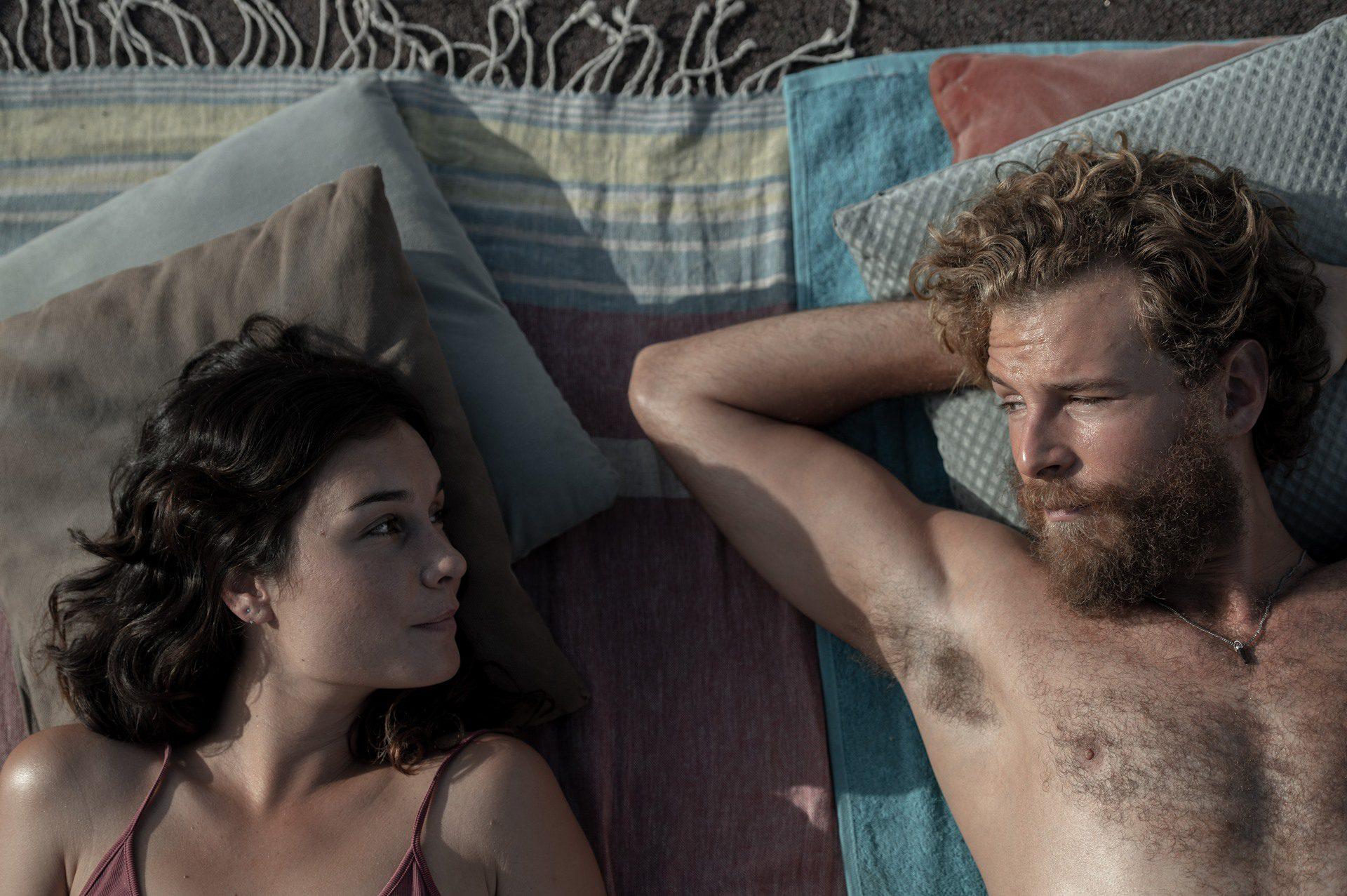 Nadia de Santiago y Álvaro Cervantes, protagonistas de El tiempo que te doy.
