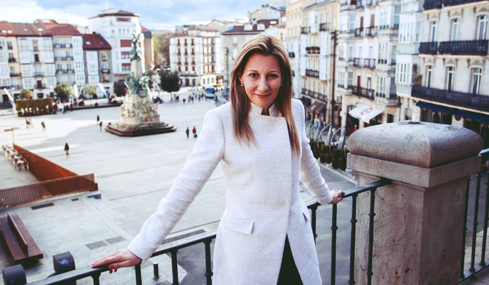 Eva García Sáenz de Urturi, la escritora de la trilogía de La Ciudad Blanca y Aquitania