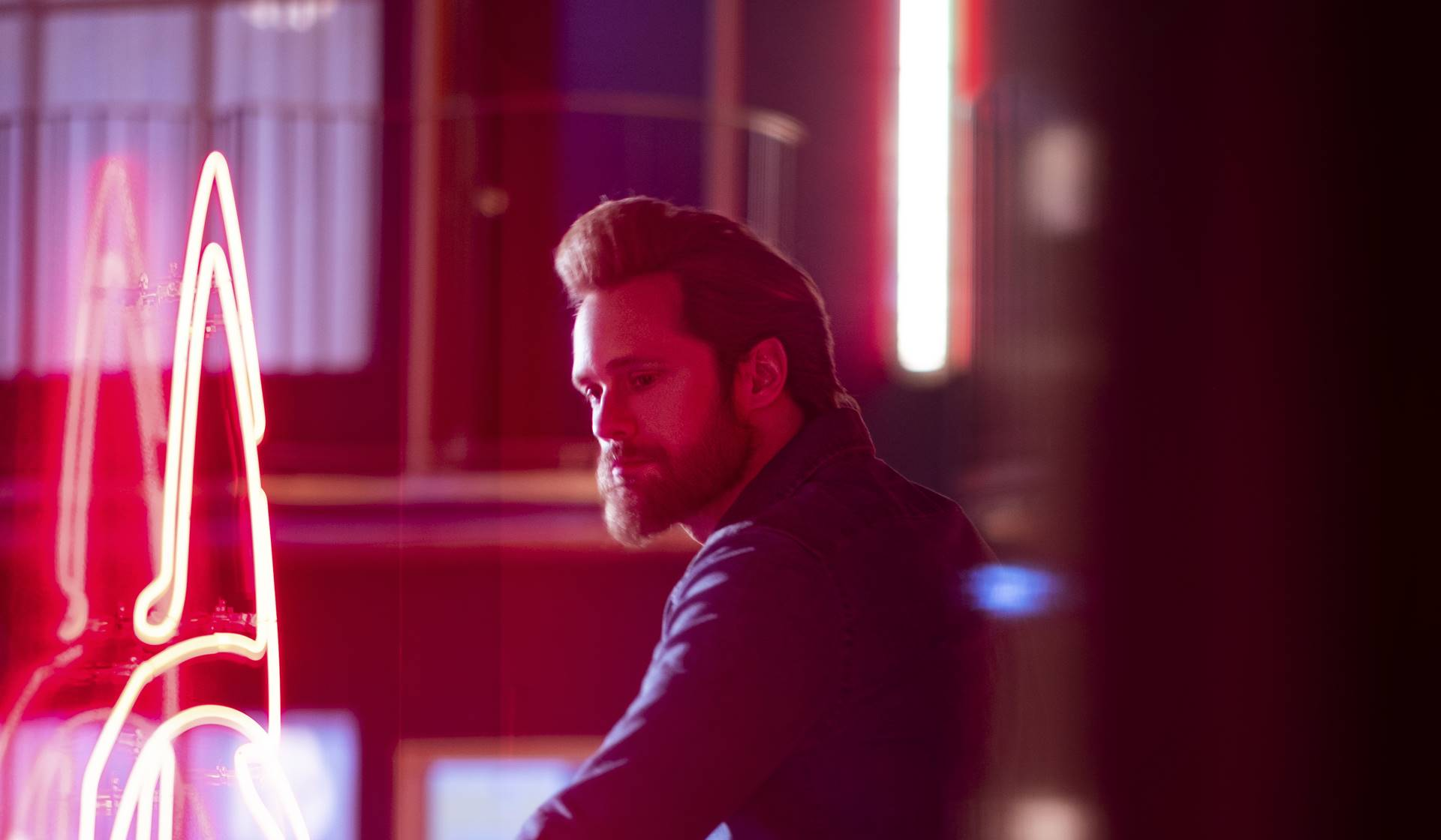 Alexander Skarsgård como Randall Flagg.
