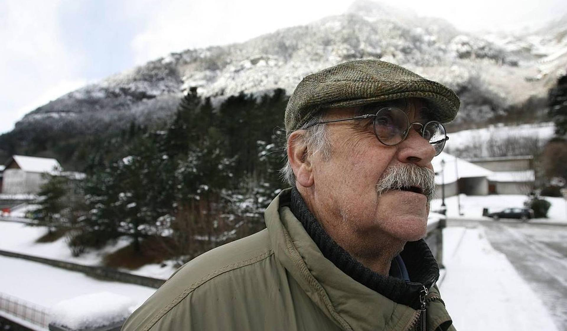 Hablamos con el famoso cantautor y poeta José Antonio Labordeta.