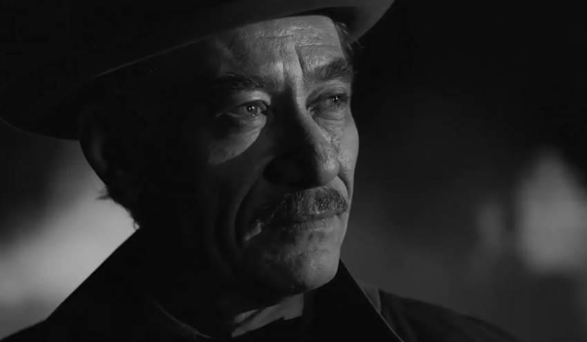 Chico Díaz como Ricardo Reis en 'O Ano da Morte de Ricardo Reis'.