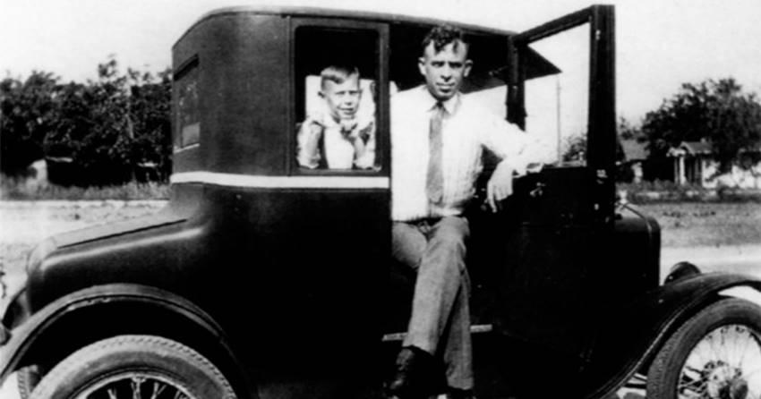 Charles Bukowski y su padre.