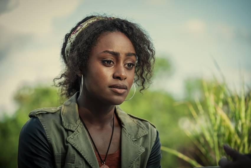 Louise, interpretada por Simona Brown, en Detrás de sus ojos. Imagen: Netflix.