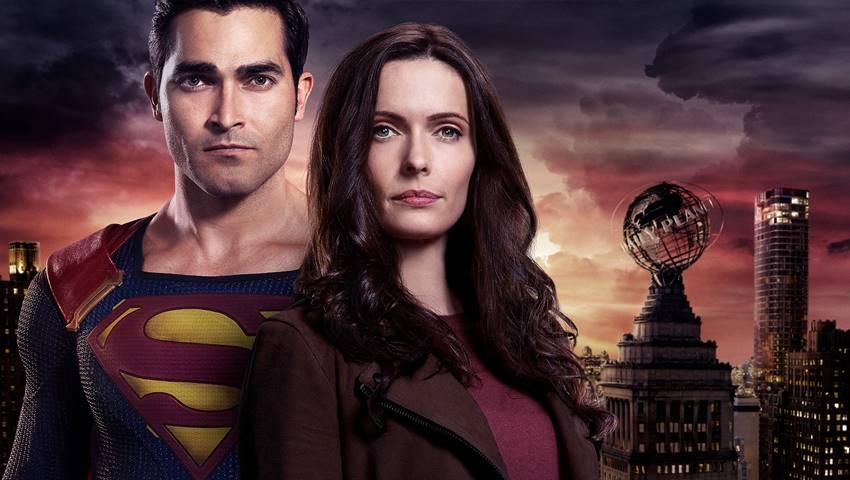 Tyler Hoechlin y Elizabeth Tulloch como Superman y Lois.