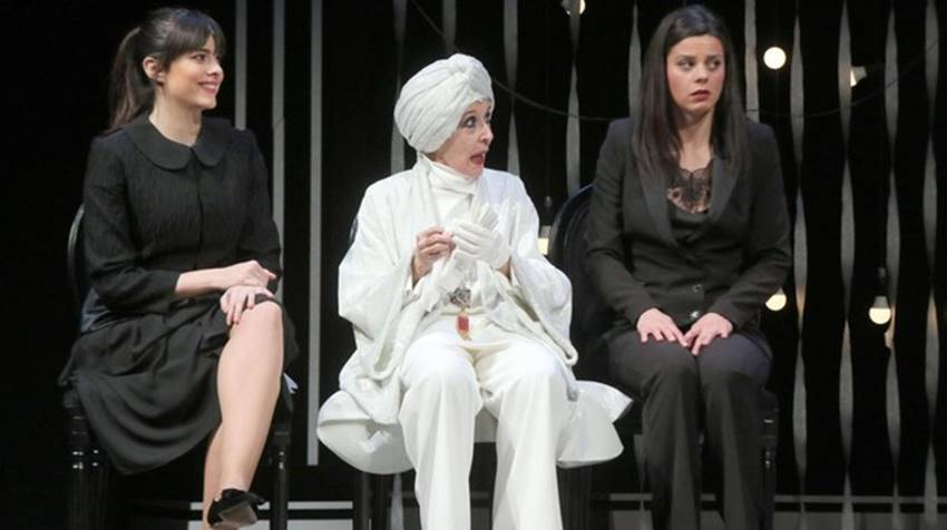 Cristina Abad, Concha Velasco y Clara Alvarado en El Funeral