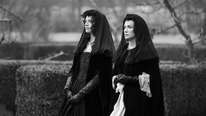 Catherine Parker (Perdita) y Kaqte Siegel (Viola) en el episodio 8 de La maldición de Bly Manor. Foto: Eike Schroter ©Netflix.