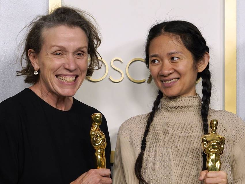 Frances McDormand y Chloé Zhao Oscars 2021