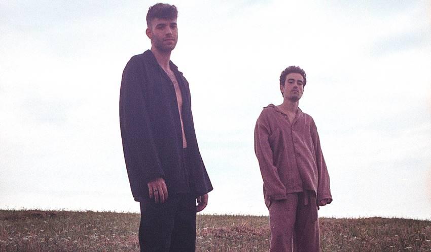 Imagen de presentación del single Vuelve de Leon Coeur.