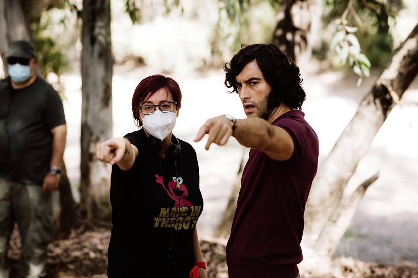 La directora de cine Macarena Astorga, junto al actor Javier Rey, durante el rodaje de La casa del caracol.