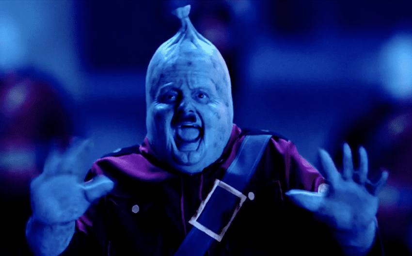 Kevin Smith haciendo de salchicha nazi.