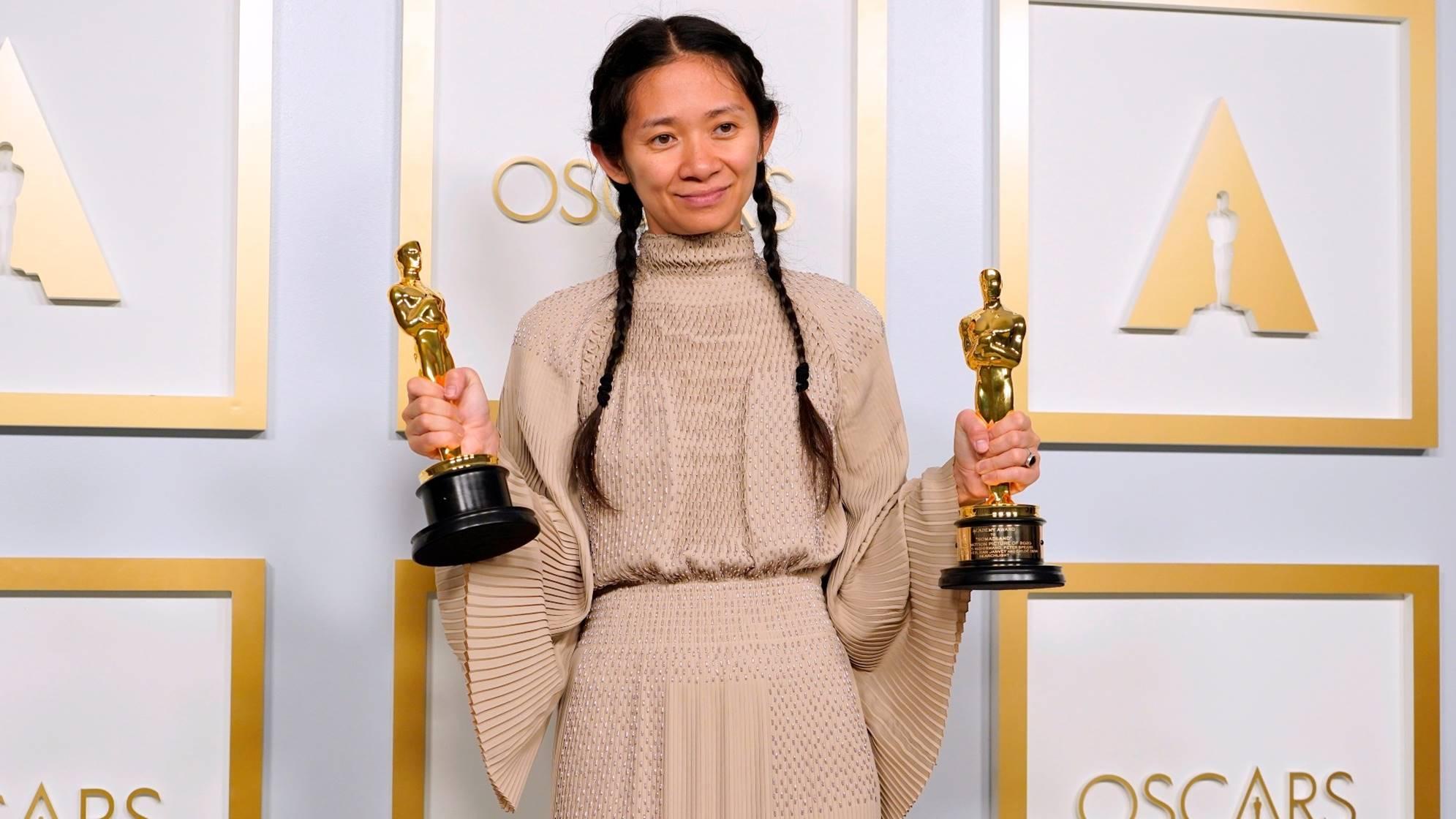 Chloé Zhao es la segunda mujer en ganar un Oscar de la historia.