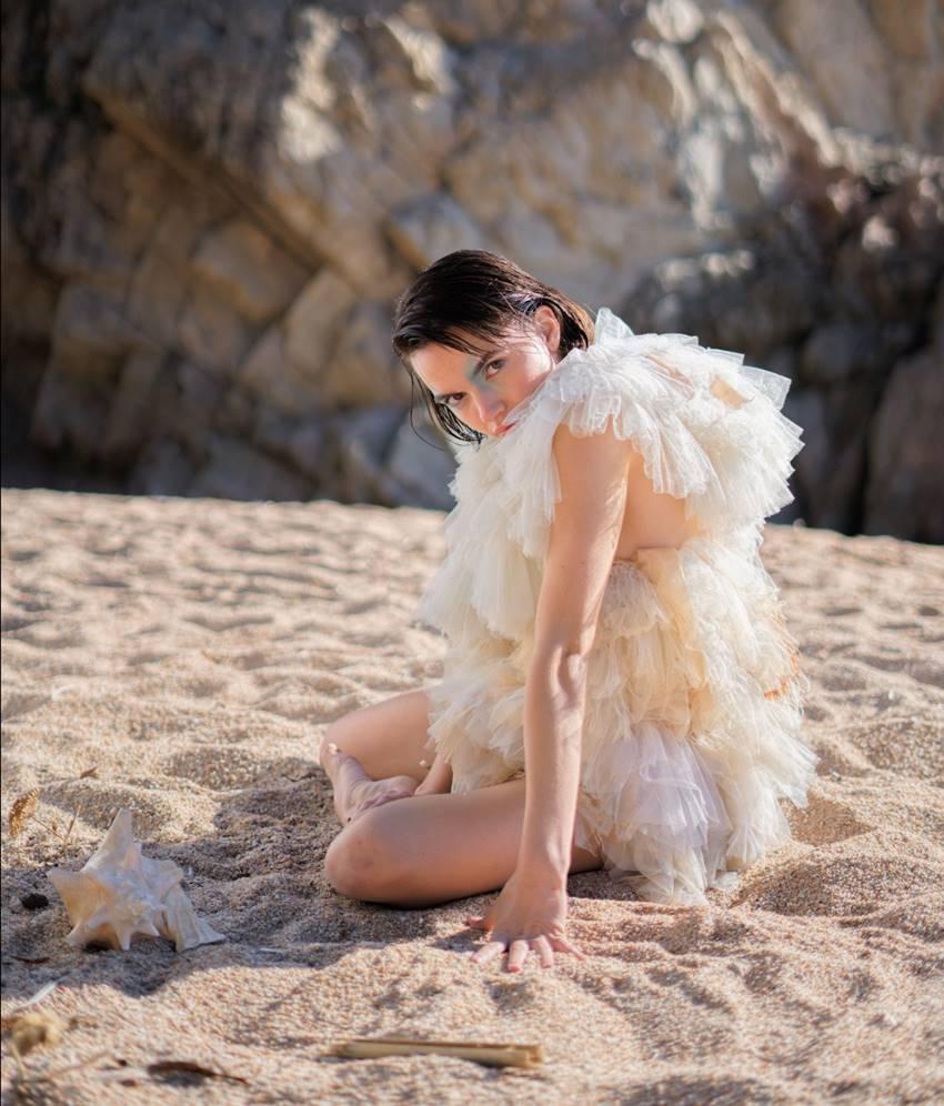 La actriz y bailarina Elena Marín en el videoclip All I Need de Gabriela Richardson y Dan Hammond.