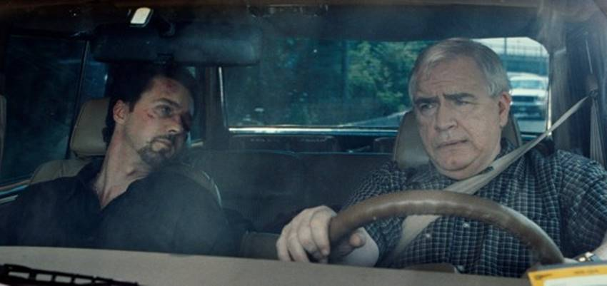 Monty y James Brogan ( Brian Cox).