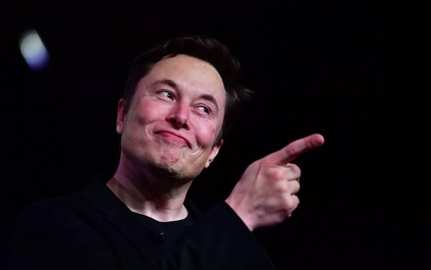 Elon Musk durante la presentación de un nuevo modelo Tesla en Hawthorne, California (2019) Foto: Frederic J. BROWN / AFP vía Getty Images.