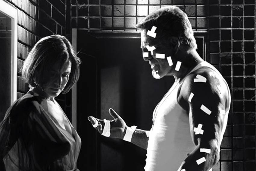 Carla Gugino y Mickey Rourke en Sin City.