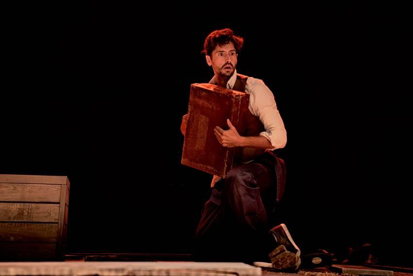Juan Diego Botto como Federico García Lorca en Una noche sin luna. Foto de Marcos Gunto.