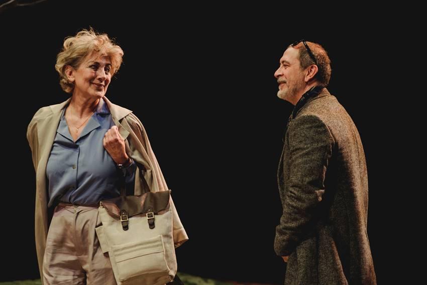 Isabel Ordaz y Santiago Molero interpretando El beso. Imagen: ©Roberto Carmona.