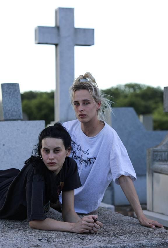 Las actrices Milena Smit y Olivia Baglivi interpretarán a Álex y Cata en Libélulas.