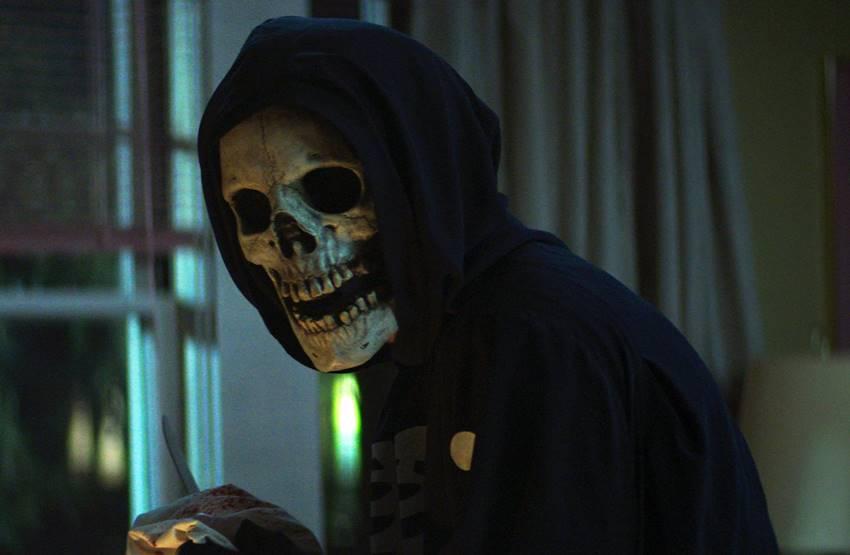 Fear Street Part 1: 1994 - Skull Mask. Imagen: Netflix©.
