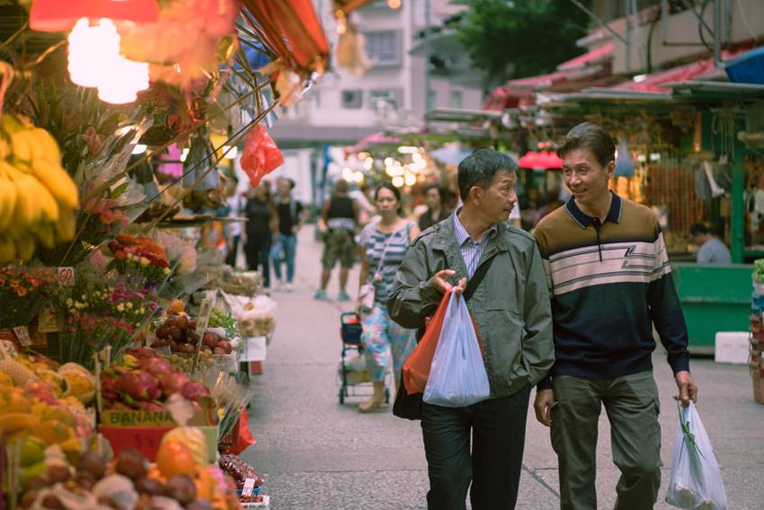 Los actores Tai Bo y Ben Juen interpretan a la pareja formada por Pak y Hoi en Suk Suk.