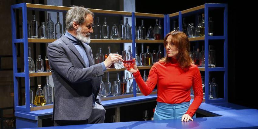 Francesc Garrido y Mar Sodupe en La resistencia de Lucía Carballal. Dirige Israel Elejalde.