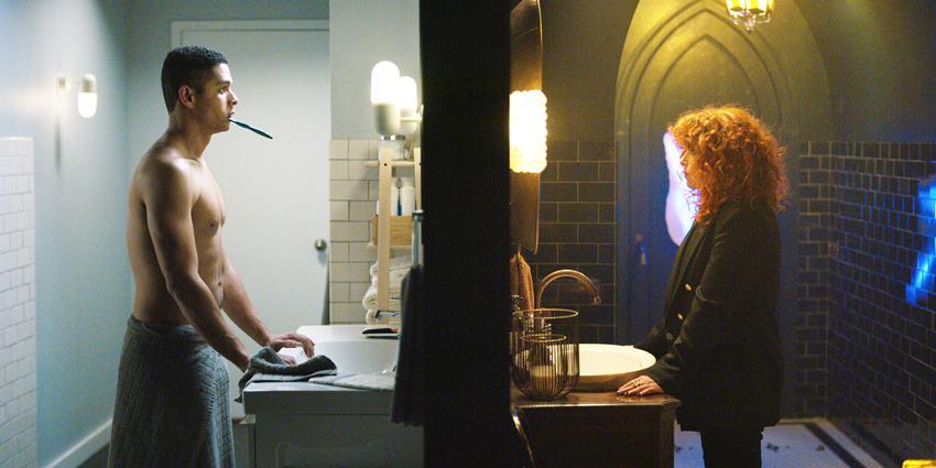 Alan y Nadia en sus respectivos baños. Muñeca rusa.