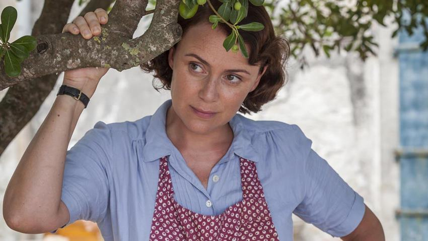 Keeley Hawes como Louisa Durrell. Los Durrell.