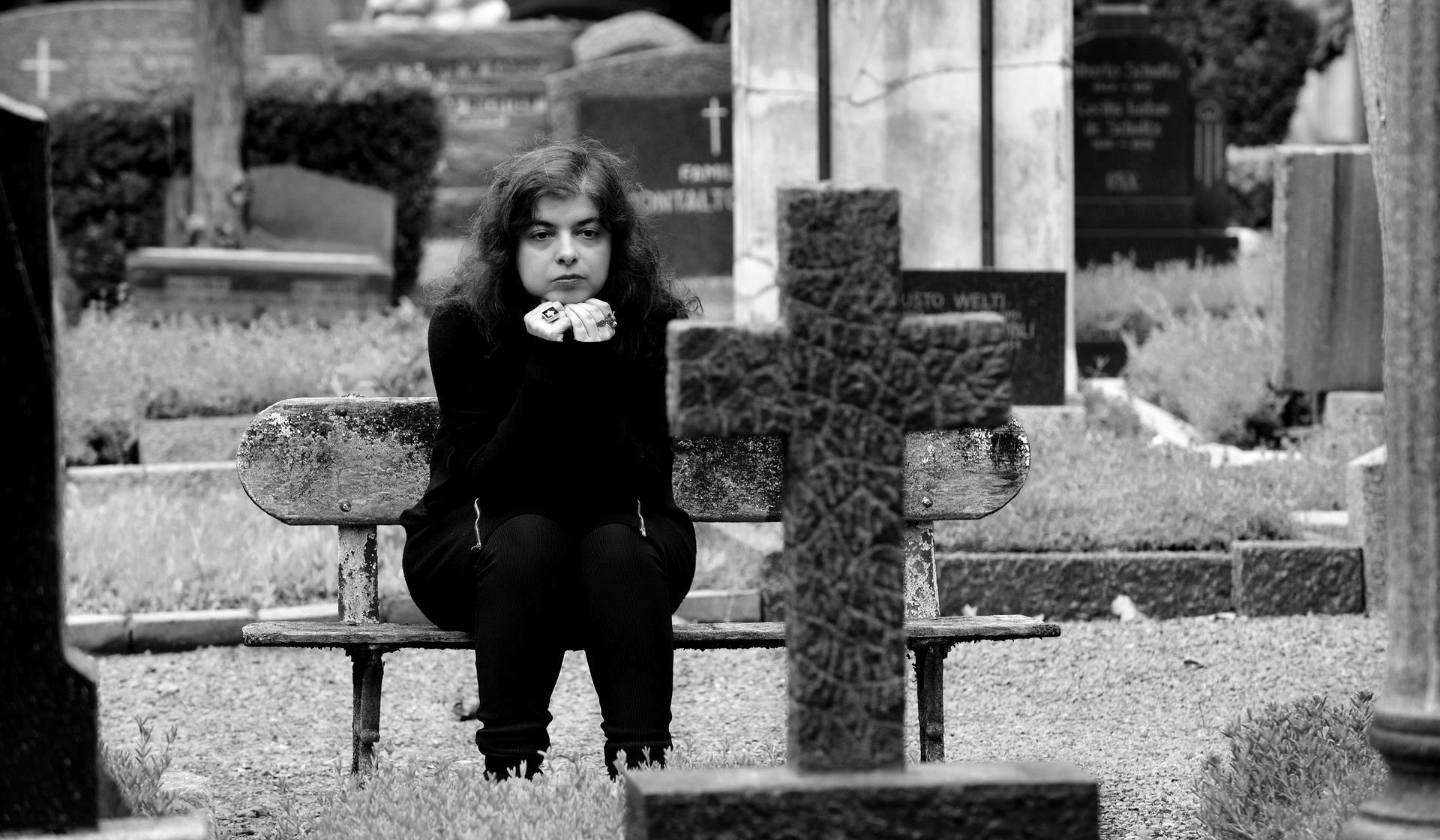 Alguien camina sobre tu tumba de Mariana Enríquez