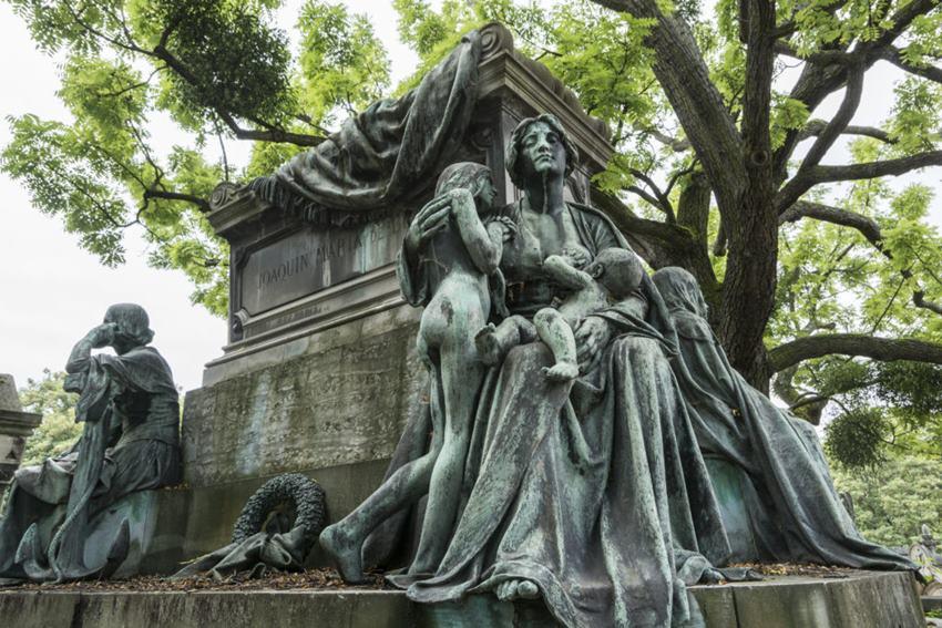 Cimetière du Père Lachaise / Paris. 'Alguien camina sobre tu tumba'