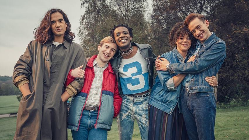 Nathaniel Curtis, Callum Scott Howells, Omari Douglas, Lydia West y Olly Alexander en It's a Sin.