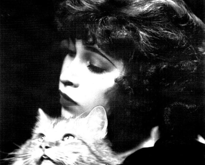 June Tarpé Mills creadora de Miss Fury.