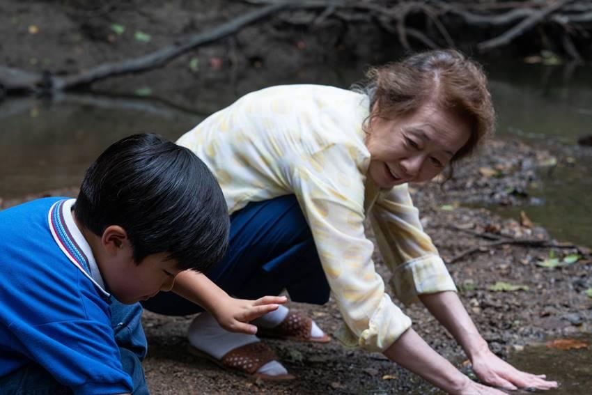 Youn Yuh-jung, mejor actriz de reparto en los Oscar 2021, interpreta a la abuela de la familia.