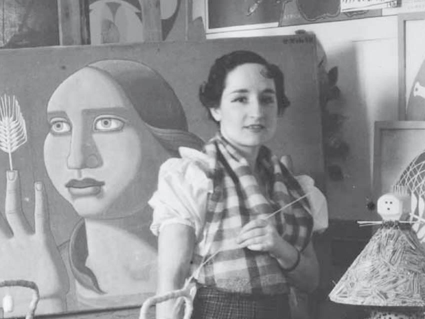 La artista Maruja Mallo en su estudio.