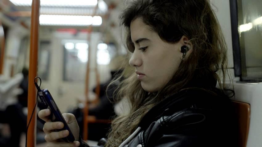 Una de las adolescentes que participan en la película Quién lo impide de Jonás Trueba.