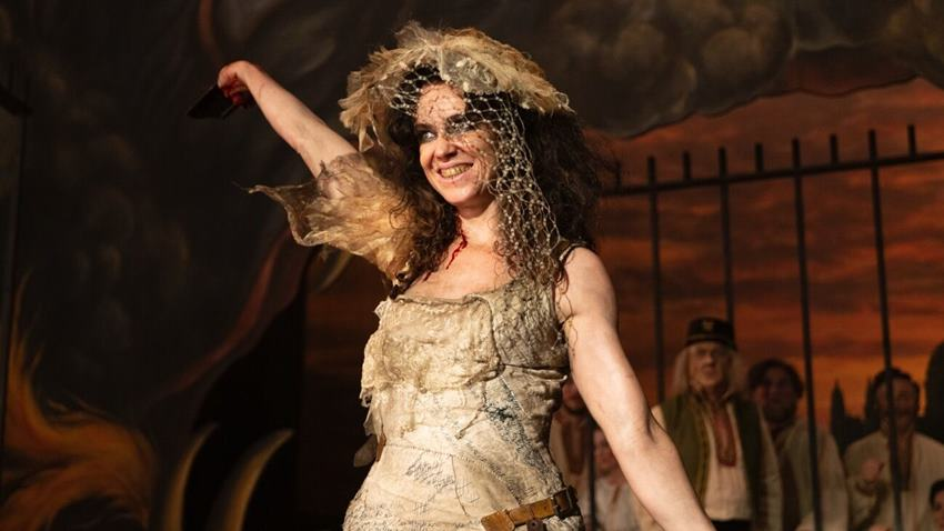 Effie Boyle como Maladie en The Nevers.