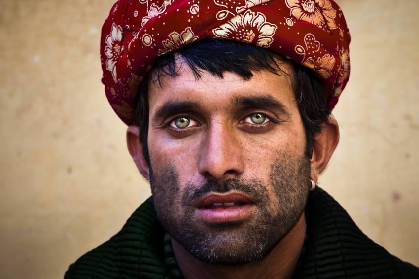 Los pashtunes, también conocidos por su apreciado gen de los ojos verdes. Frente de liberación de mujeres afganas.