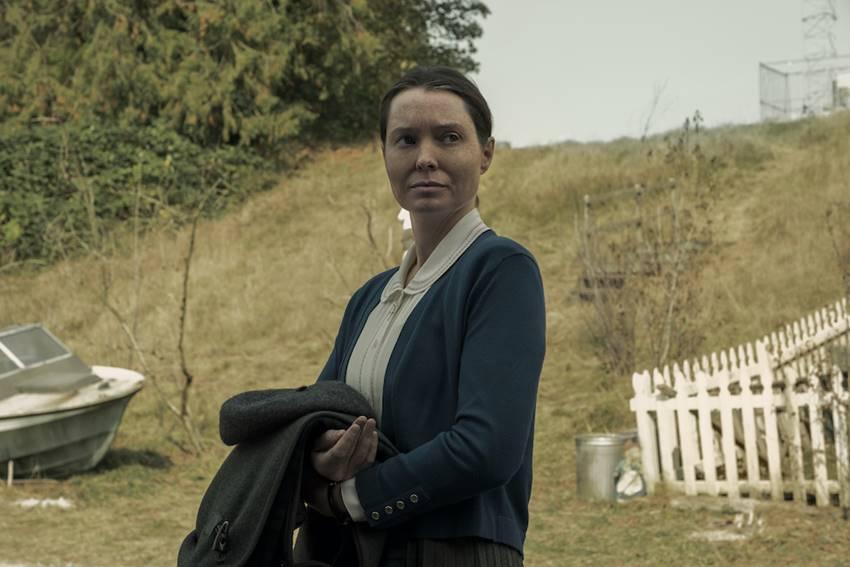 Samantha Sloyan como Bev en Misa de Medianoche. NETFLIX © 2021