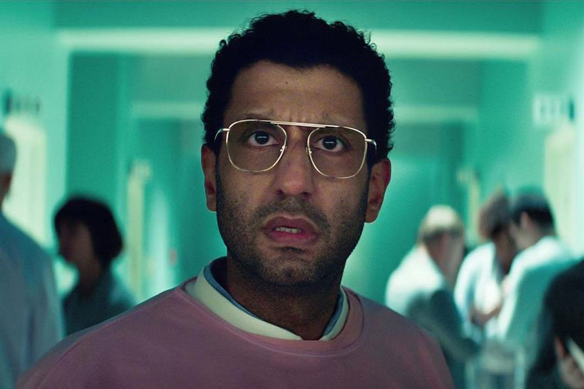 Adeel Akhtar como e Dr. Singh en Sweet Tooth.