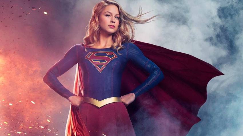 Melissa Benoist como Supergirl en la serie de HBO.
