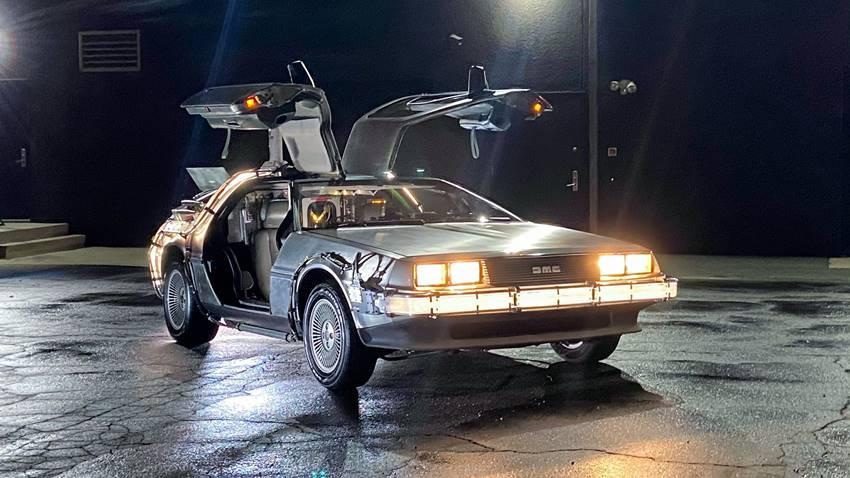 Demasiado caro para comprarse uno de segunda mano... DeLorean