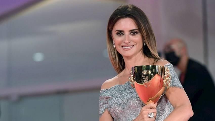 Penélope Cruz gana la Copa Volpi a mejor actriz en el Festival Internacional de cine de Venecia. EFE/EPA/Ettore Ferrari.