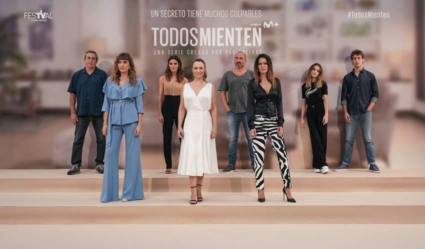 El elenco de actrices y actores durante la presentación de Todos mienten en el Festival de Televisión de Vitoria-Gasteiz. Foto: Endika Portillo.