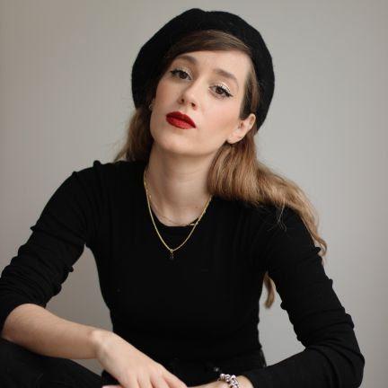 Sara Búho, poeta