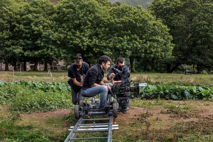 Rodrigo Sorogoyen durante el rodaje de As Bestas. Foto: ©Lucia Faraig.